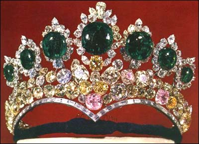 http://www.iranchamber.com/museum/royal_jewels/images/06_farah_tiara.jpg