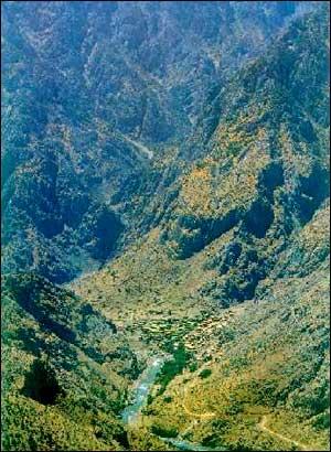 http://www.iranchamber.com/provinces/10_kurdistan/images/kurdistan_village.jpg